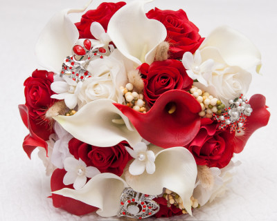 red white real touch bouquet rustic burlap stephanotis hydrangeas roses calla lilies brooches wheat wedding bouquet