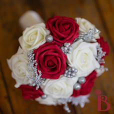 deep red and cream bridesmaid wedding bouquet maid of honor