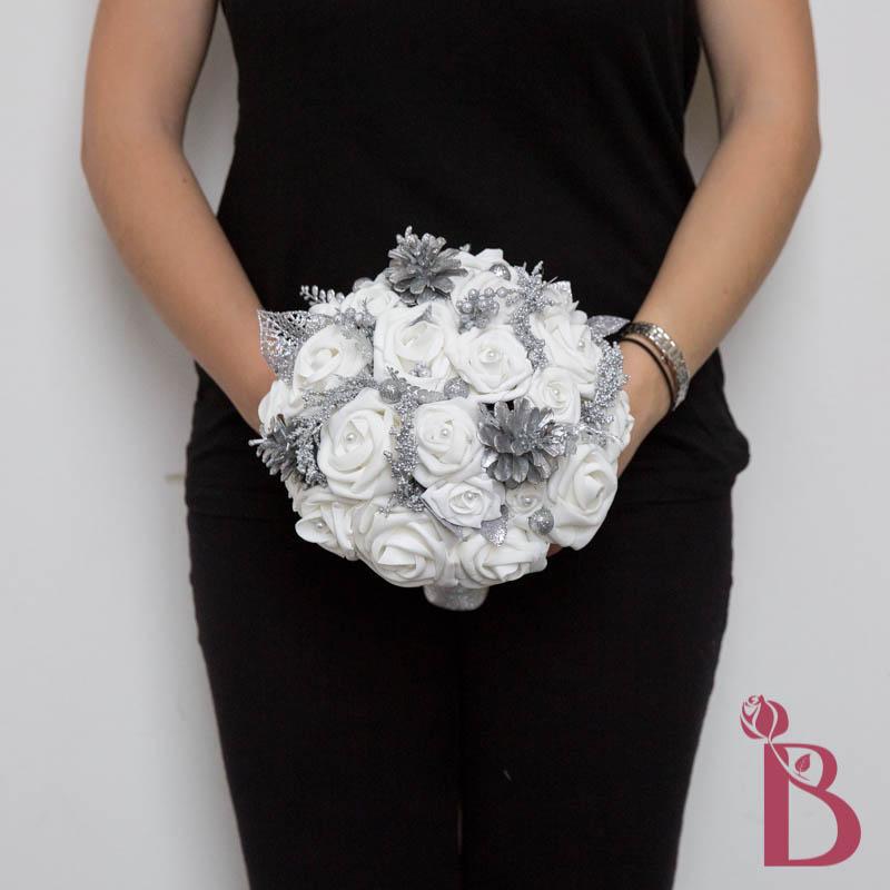 winter wonderland bouquet for winter snow weddings