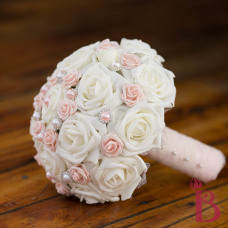 pink and ivory lace pearls bouquet wedding chic vintage romantic bouquet