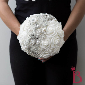 brooch wedding bouquet person holding size how big is brooch bouquet