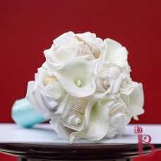 tiffany blue seashell bouquet with calla lilies