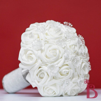 white pearl traditional wedding bouquet